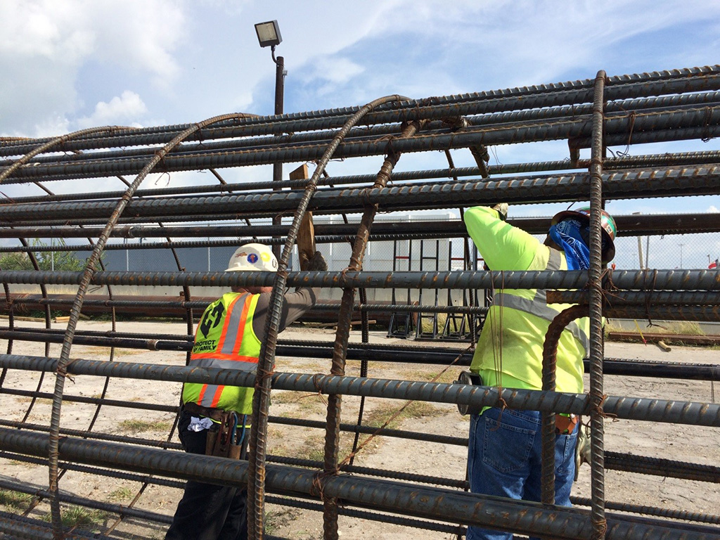 Harbor Bridge Project Working on the rebar cage at the South side